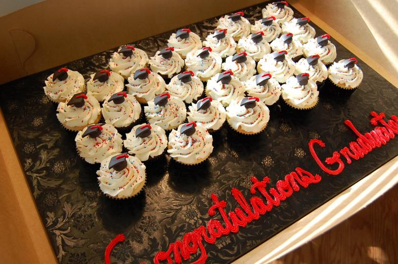 Pin Pin Graduation Cupcakes Cap Cake On Pinterest ...